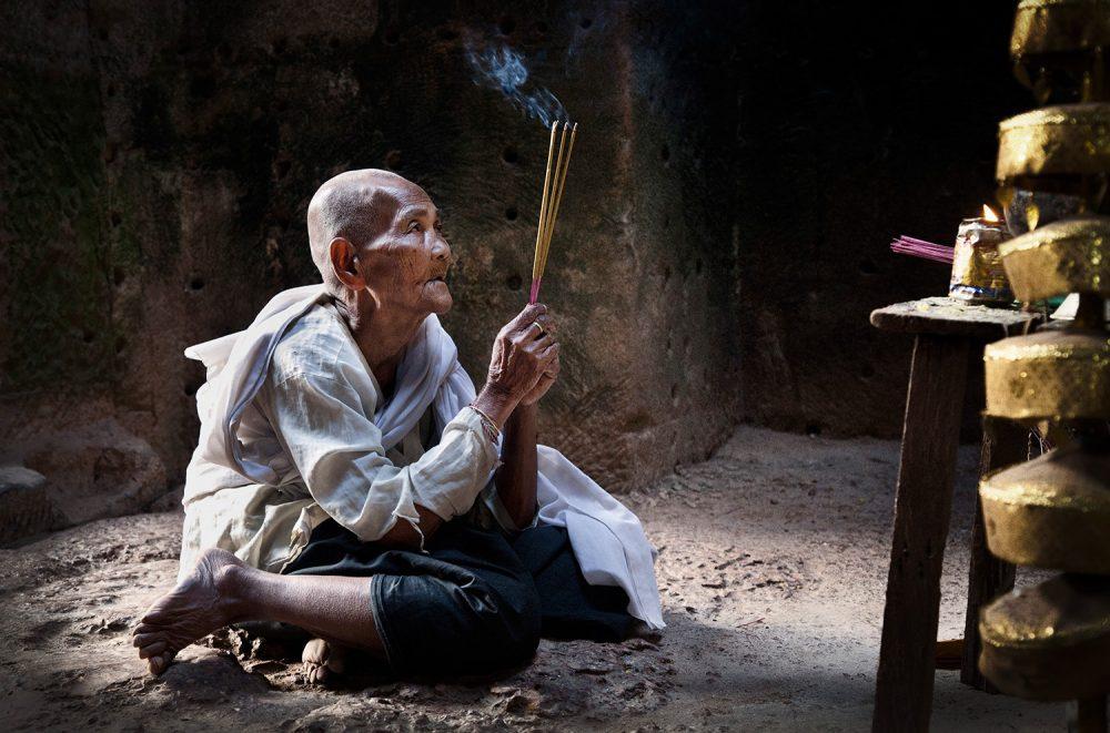 FlemmingBoJensen-Cambodia---CAM014---Prayer